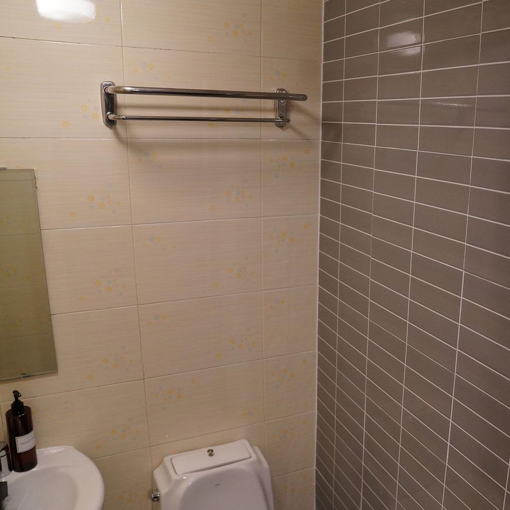 apollo guesthouse bathroom